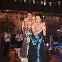 Die Hofstaat-Damen feiern ausgelassen